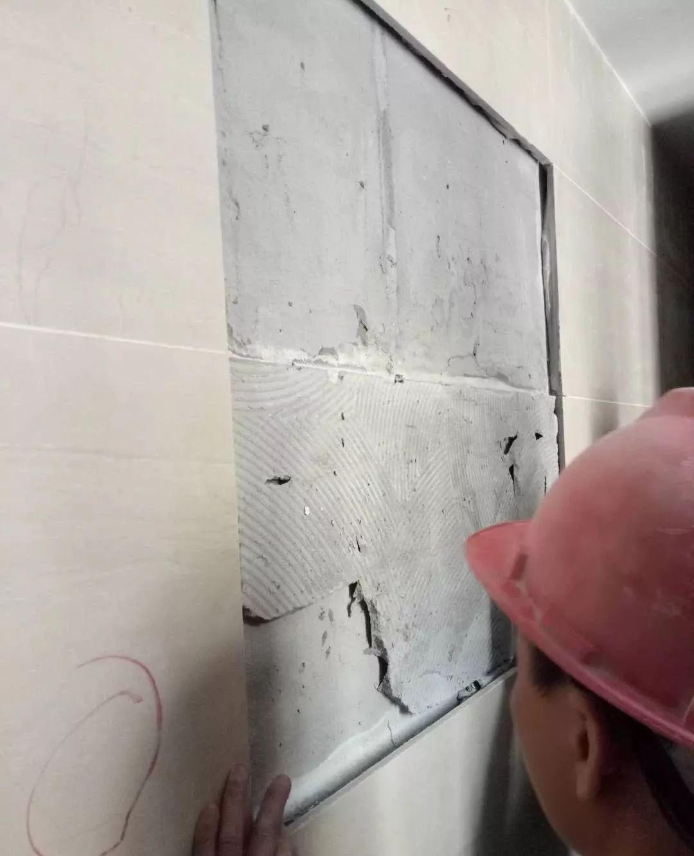 卫生间这样贴砖?难怪会掉