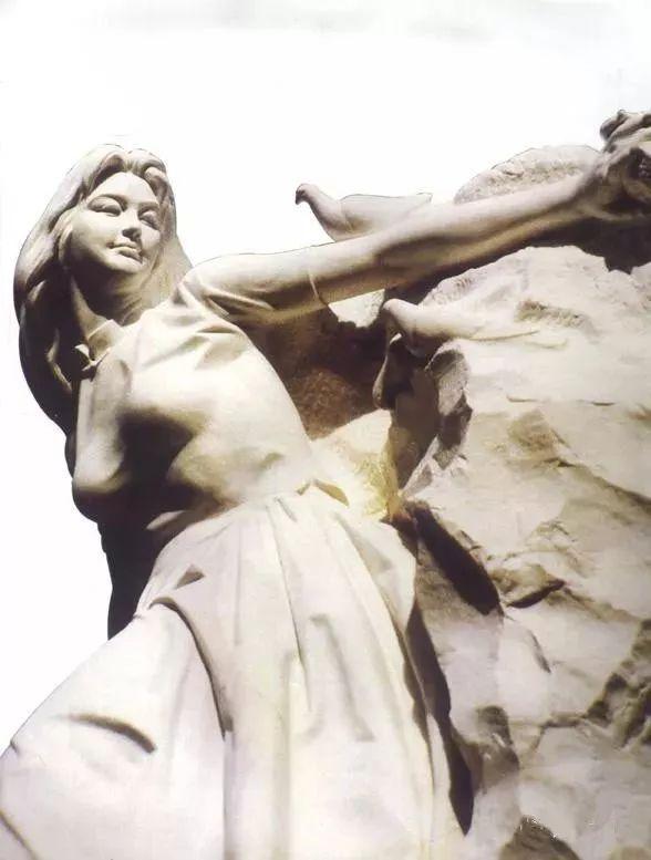 新雕塑:观点丨著名雕塑家潘鹤 —— 雕塑品是深藏灵魂的_俩半石匠