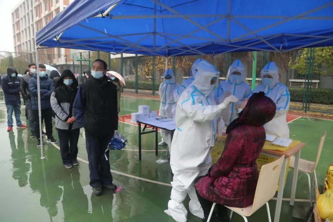 雨雪中核酸检测,加油天津滨海!